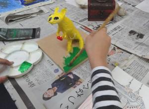 だいき-紙粘土の台制作中