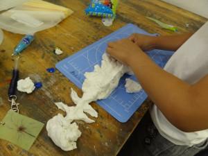 じょう-紙粘土制作中