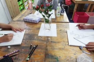 直方体の花瓶の机